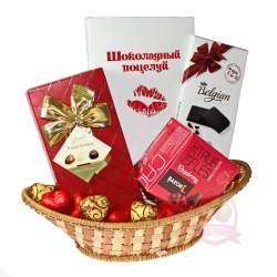 """Подарочная корзина """"Шоколадный поцелуй"""""""