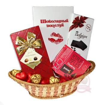Подарочная корзина «Шоколадный поцелуй»